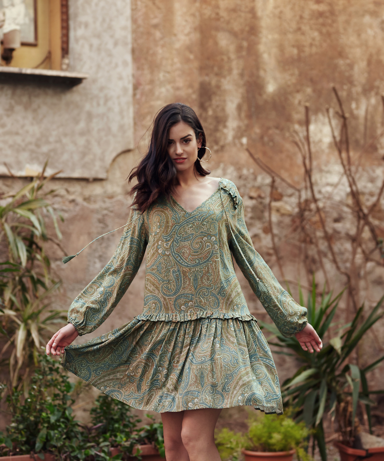 sukienka ze wzorem paisley